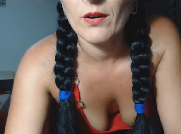 coroa-morena-se-exibindo-na-webcam-3