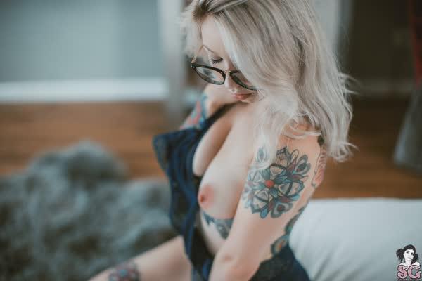 loirinha-tatuada-em-fotos-pelada-15
