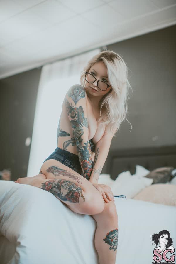 loirinha-tatuada-em-fotos-pelada-17