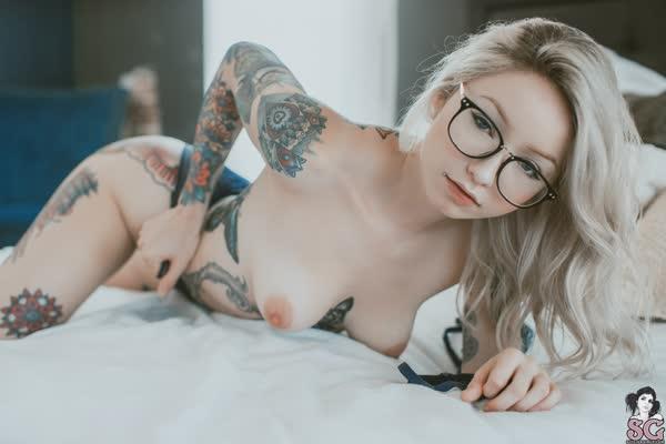 loirinha-tatuada-em-fotos-pelada-22