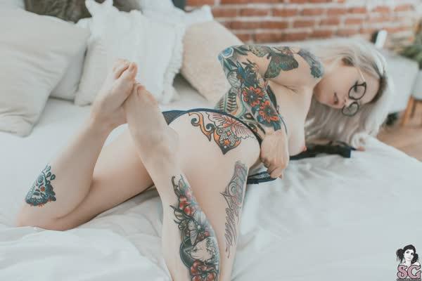 loirinha-tatuada-em-fotos-pelada-23