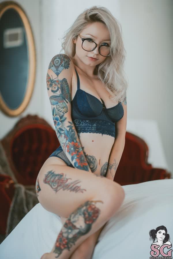 loirinha-tatuada-em-fotos-pelada-3