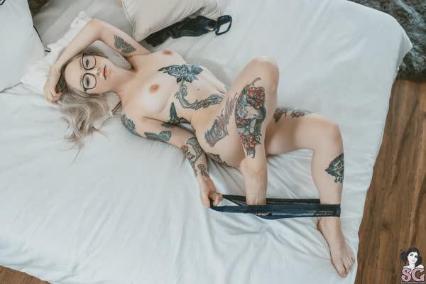 loirinha-tatuada-em-fotos-pelada-31