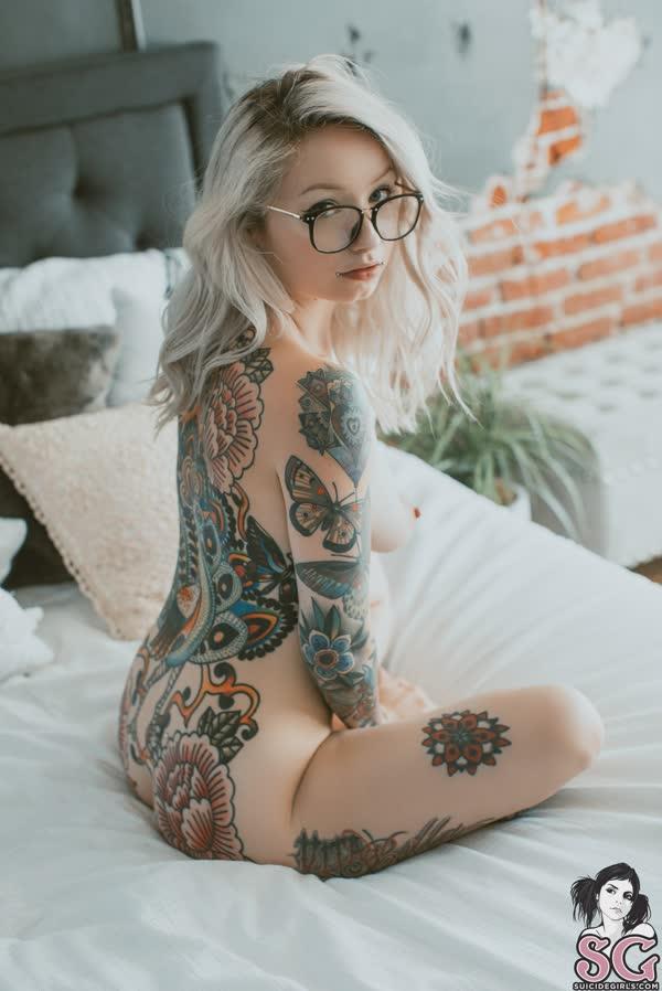 loirinha-tatuada-em-fotos-pelada-37