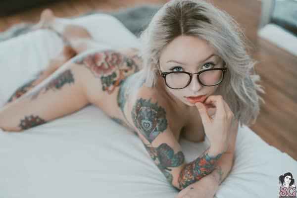 loirinha-tatuada-em-fotos-pelada-41