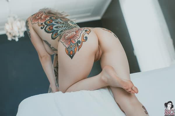 loirinha-tatuada-em-fotos-pelada-49