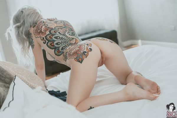 loirinha-tatuada-em-fotos-pelada-55