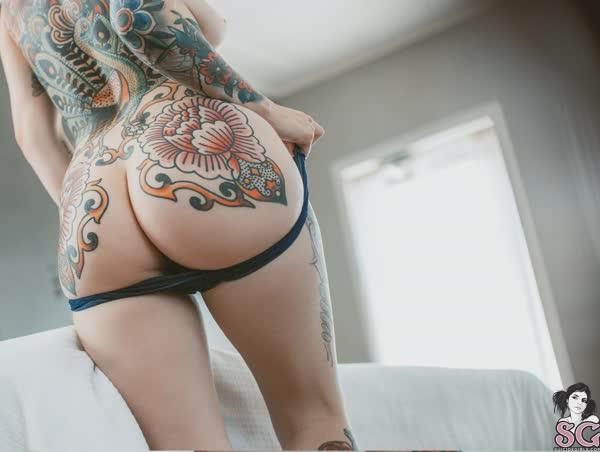loirinha-tatuada-em-fotos-pelada-6