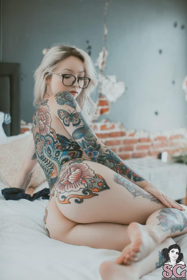 loirinha-tatuada-em-fotos-pelada-8