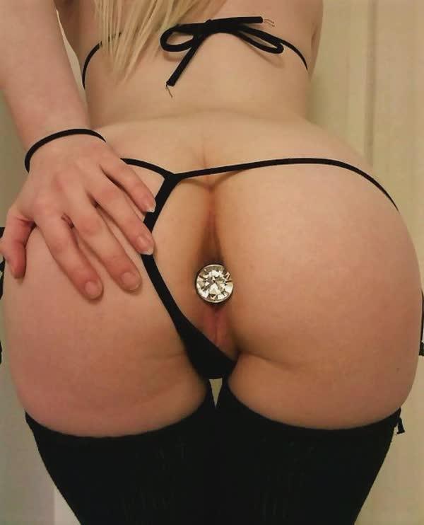 fotos-de-mulheres-com-plug-anal-44
