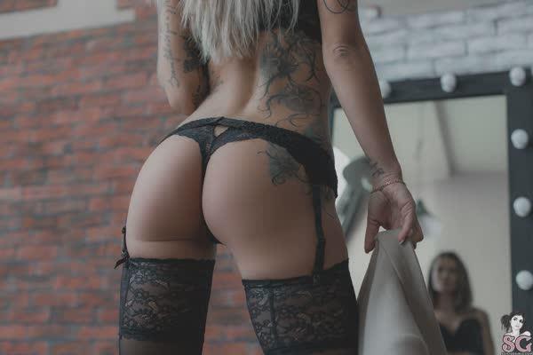 loira-magrinha-tatuada-8