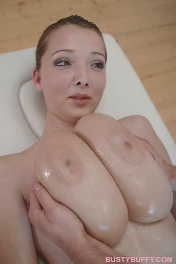 massageando-a-buceta-da-tetuda-6