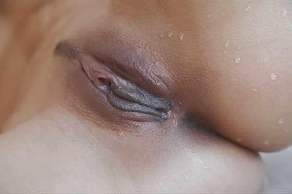 colocou-a-ducha-na-vagina-19