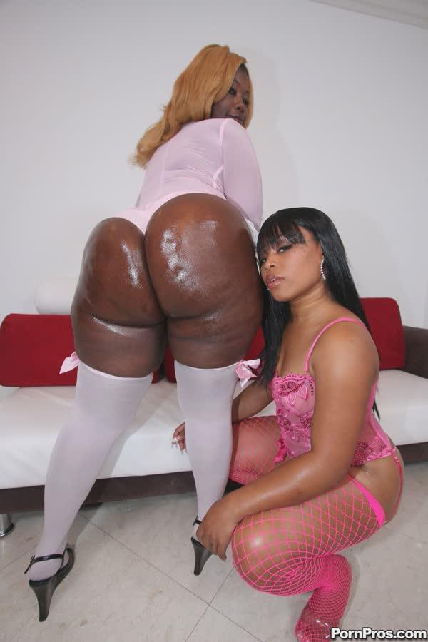 duas-negras-delicias-mostrando-as-bundonas-10