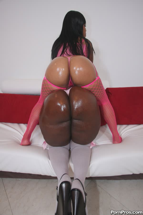 duas-negras-delicias-mostrando-as-bundonas-14