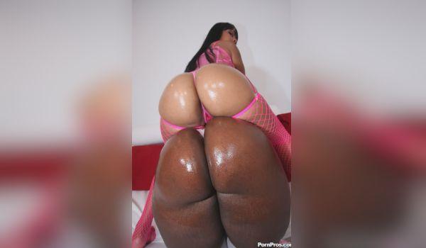 Imagem para Duas negras delicias mostrando as bundonas