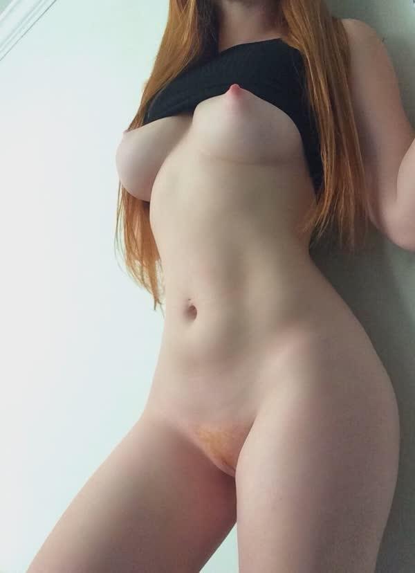 ruiva-gostosa-tem-peitinhos-empinados-13