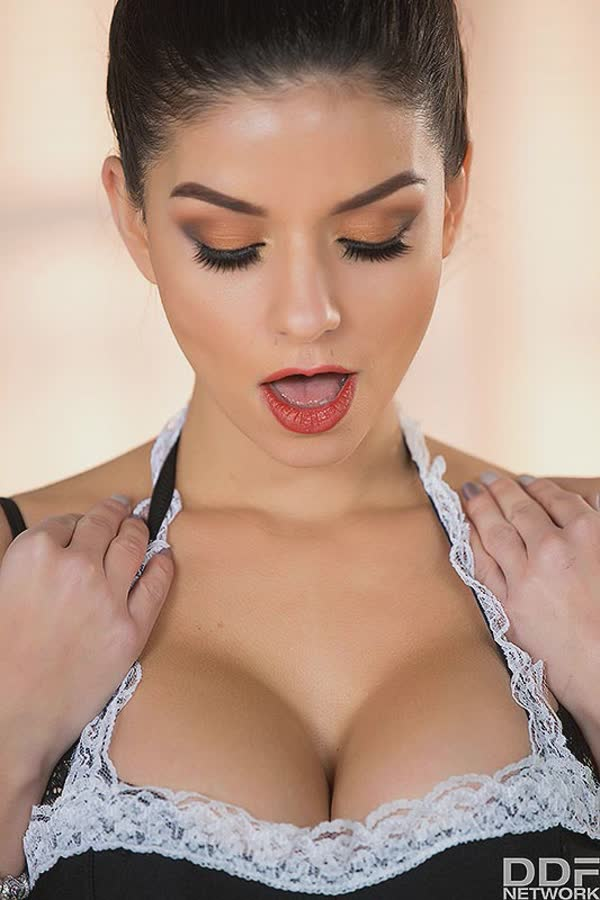 empregada-sexy-se-masturbando-gostoso-1