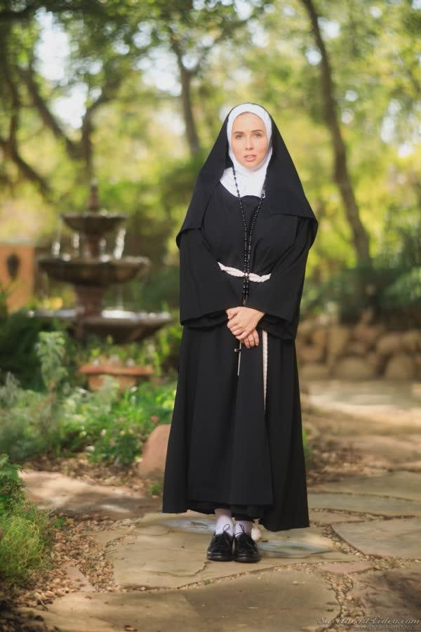 freira-novinha-se-mostrou-pelada-1