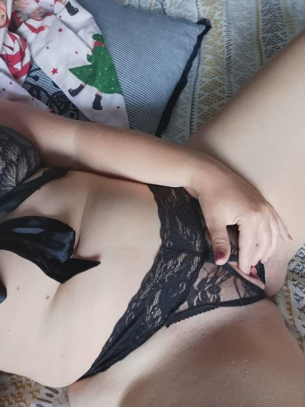 loirinha-amadora-de-lingerie-preta-2