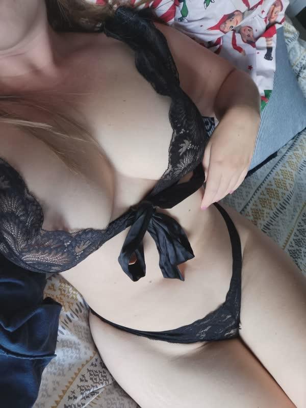 loirinha-amadora-de-lingerie-preta-3