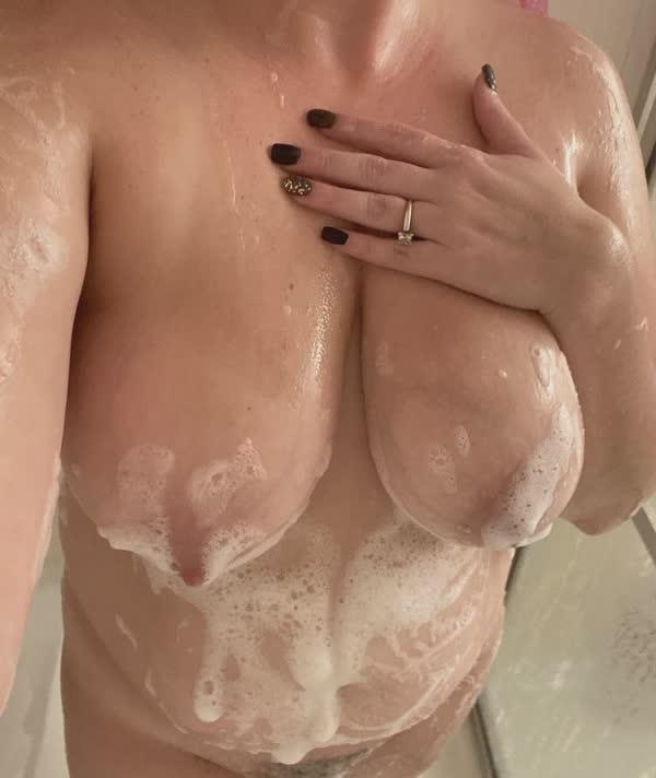 amadora-lavou-os-peitos-3