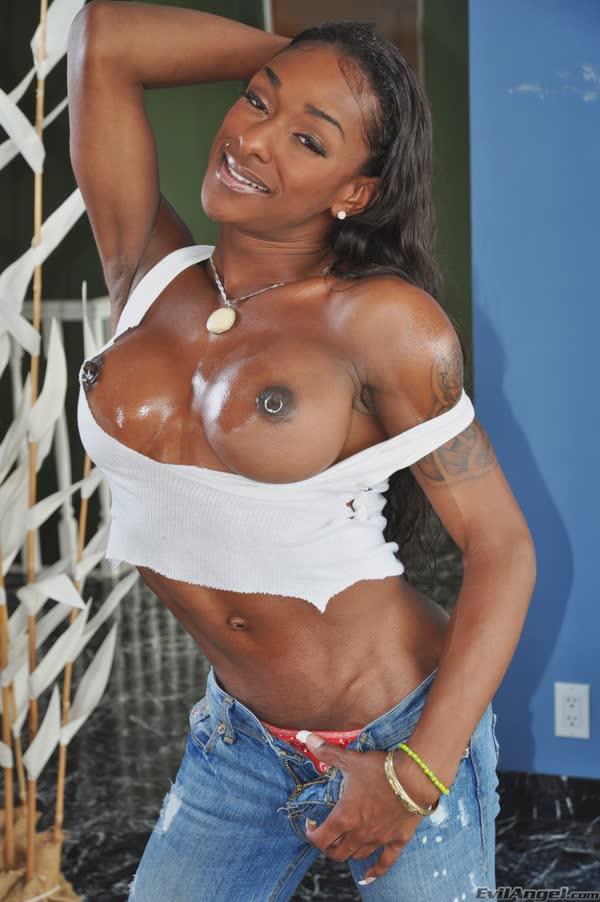 travesti-musculosa-se-mostra-peladinha-6