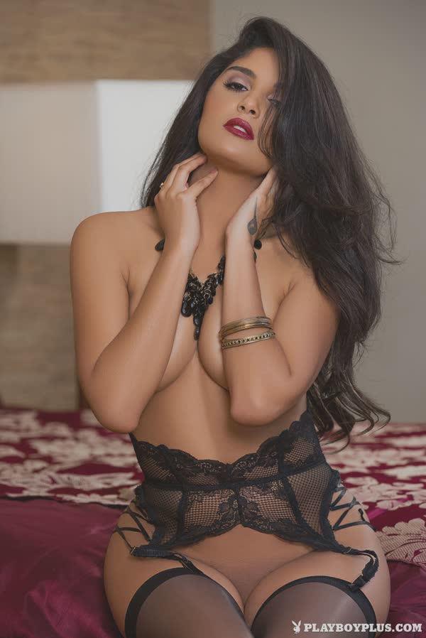 linda-morena-sexy-de-lingerie-6
