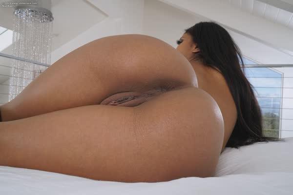 pretinha-linda-tem-peitos-empinadinhos-9