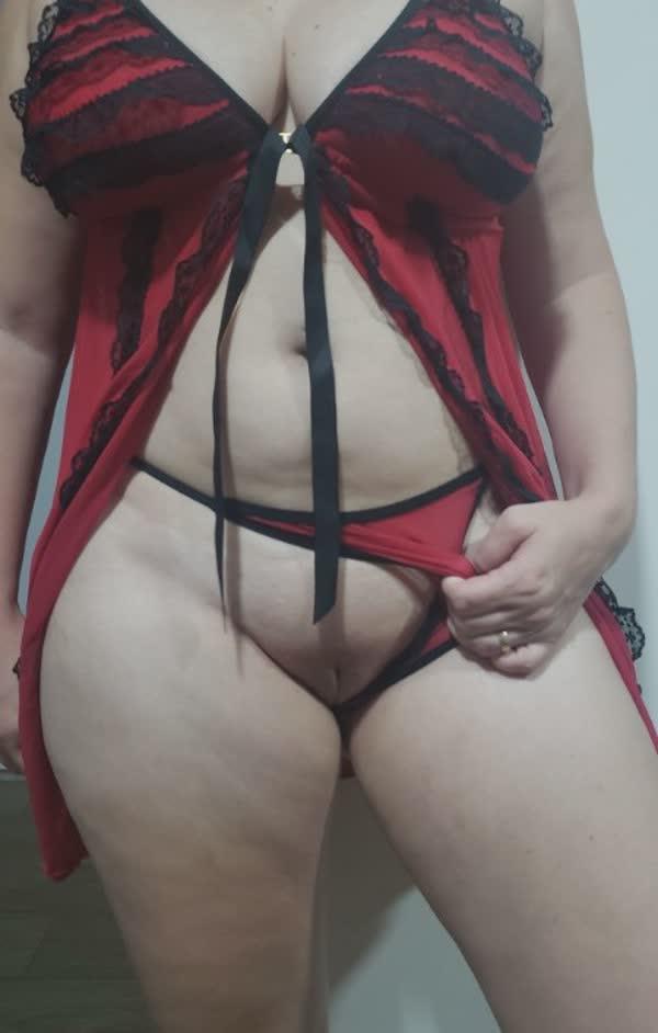 branquinha-tetuda-so-de-lingerie-5