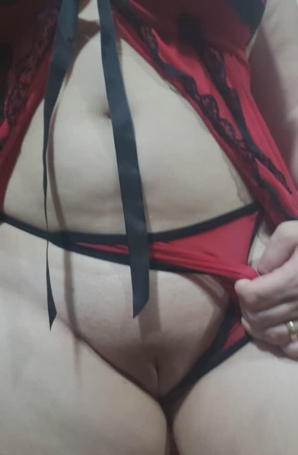 branquinha-tetuda-so-de-lingerie-6