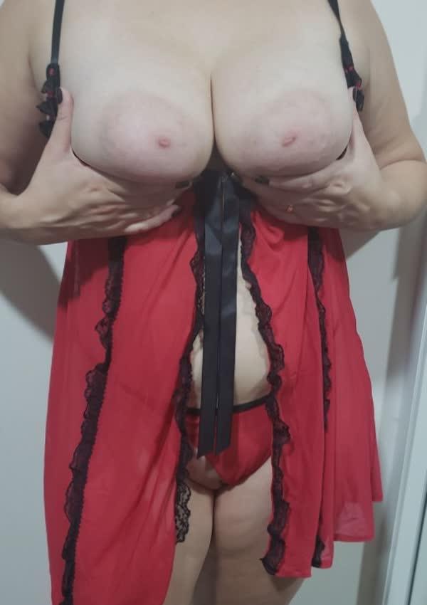 branquinha-tetuda-so-de-lingerie-8