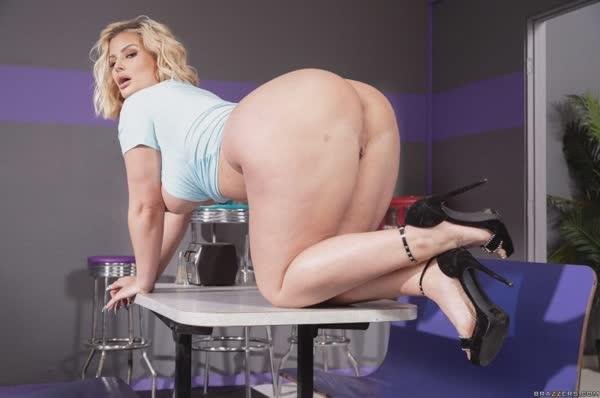 julie-cash-em-fotos-porno-28